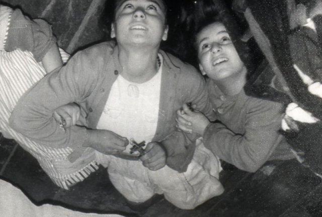 Loli, Conchita y Jacinta en caída extática.